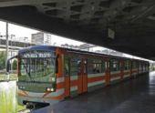 В ереванском метро неизвестный бросил булыжник в вагон