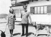Вещи Гитлера и Евы Браун выставили на аукционе в Германии