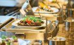 Туристам в Турции запретили брать самим еду на шведских столах