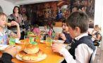 Обеды в школьных буфетах Армении временно заменят «сухими пайками»