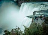 Ниагарский водопад окрасился цветами армянского триколора