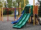Во Владикавказе травмировался ребенок, играя на опасной детской площадке
